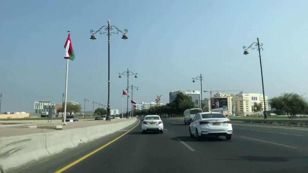 سلطنة عمان تنفي شائعة اعفاء الموظفين من الحضور إلى مقرات العمل