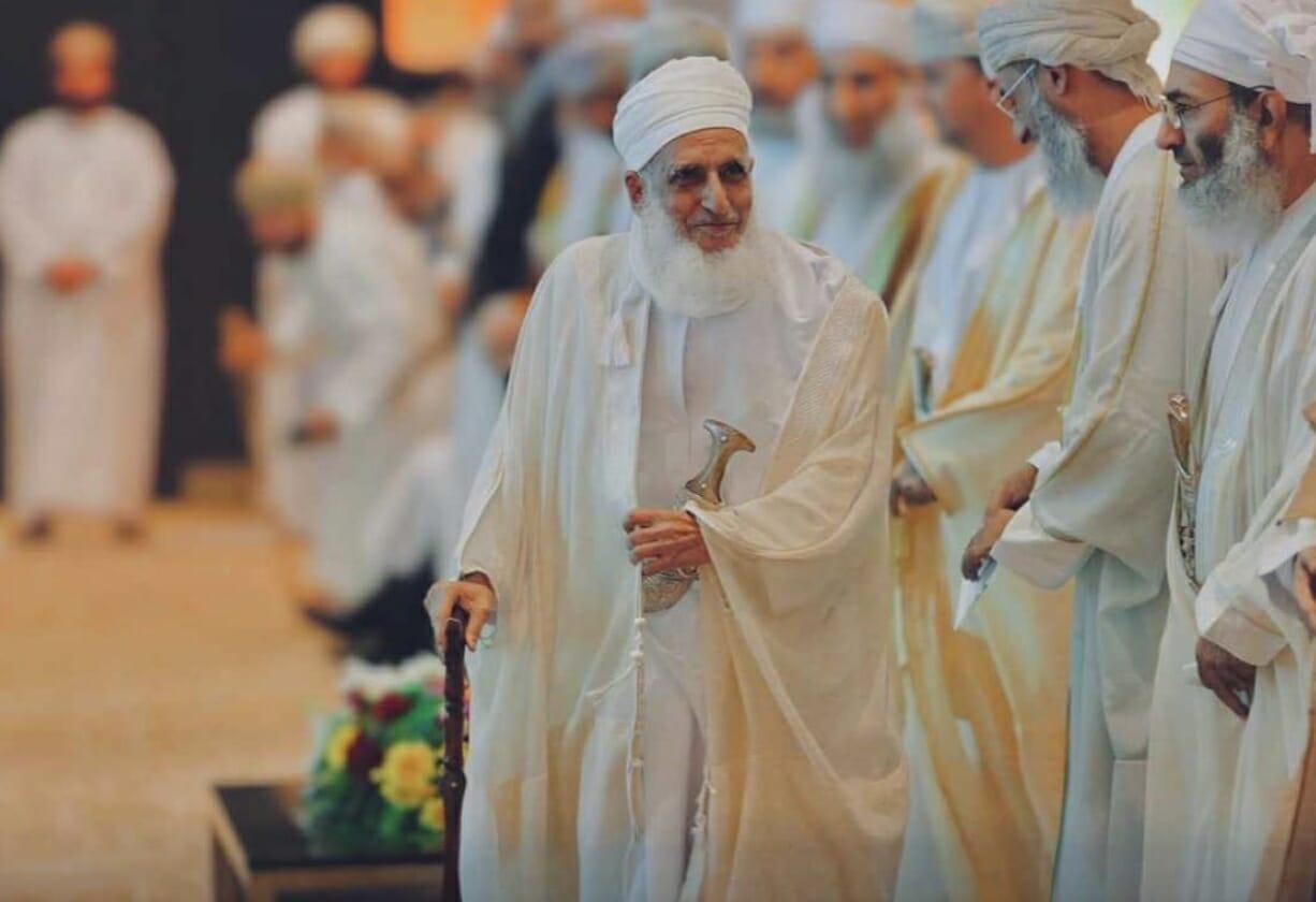 مفتي عمان يحذر العمانيين من ظاهرة غلاء المهور