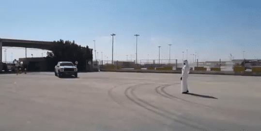 وصول أول سيارة قطرية لمعبر سلوى