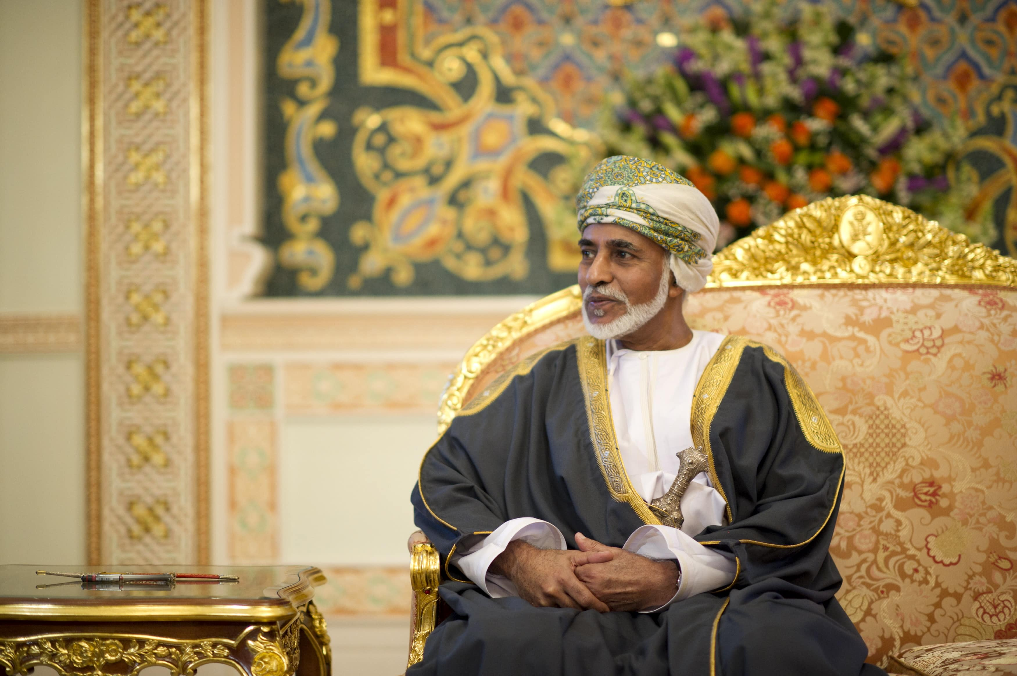يوم المعلم في سلطنة عمان يتحول لتظاهرة في حب السلطان قابوس