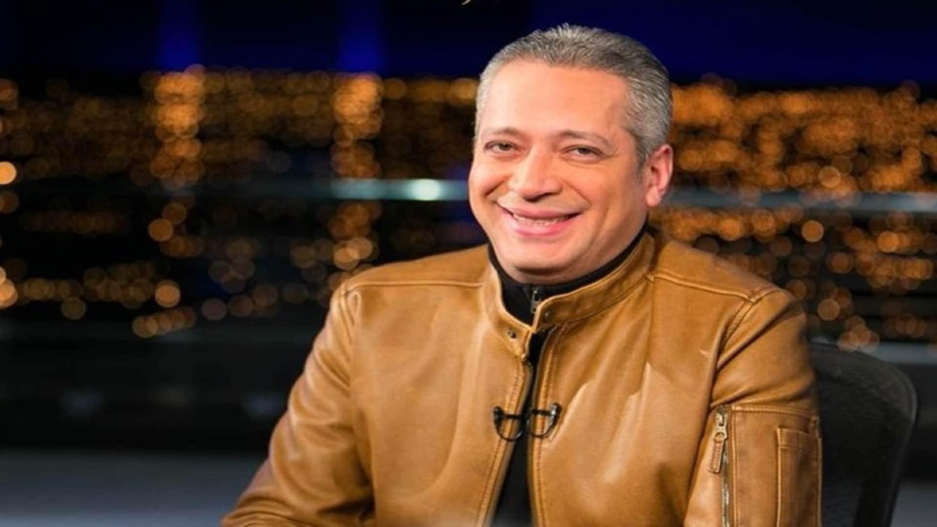 الاعلامي تامر أمين يخوض في عرض نساء صعيد مصر
