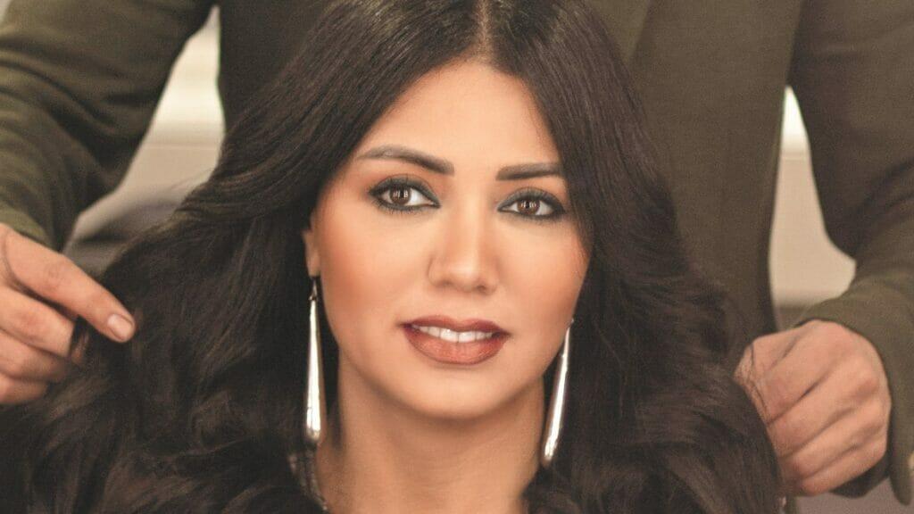 رانيا يوسف بفستان ضيق مكشوف الصدر ترقص وتتمايل في حفل روبي وتثير جدلاً!