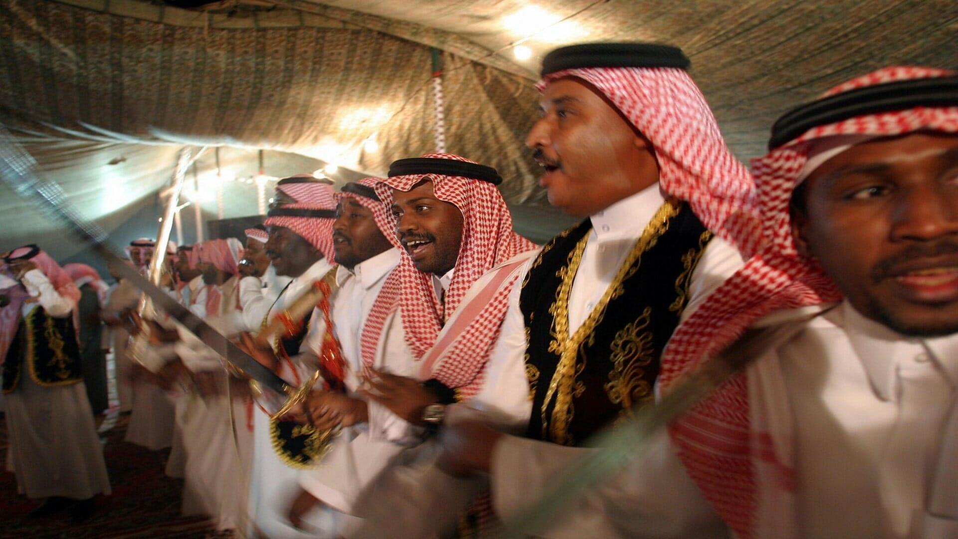 السعوديون يطالبون الملك سلمان تسهيل الزواج من أجنبية