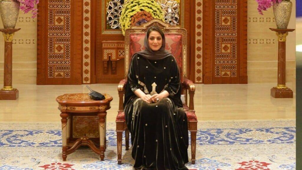"""ما الذي فعلته زوجة السلطان هيثم بن طارق حتى تصدر اسمها """"التريند"""" في سلطنة عمان"""