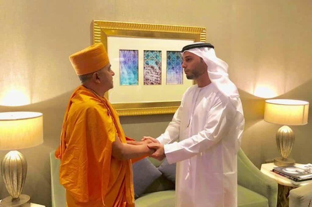 محمد آل خاجة من المعبد الهندوسي للكنيس اليهودي ثم السفارة في قلب إسرائيل!