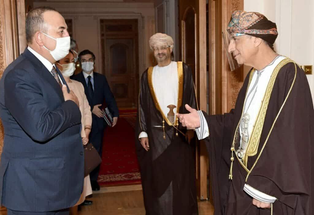 """صحيفة """"العرب"""" الممولة إماراتياً تهاجم سلطنة عمان والكويت لاستقبالهما وزير خارجية تركيا"""