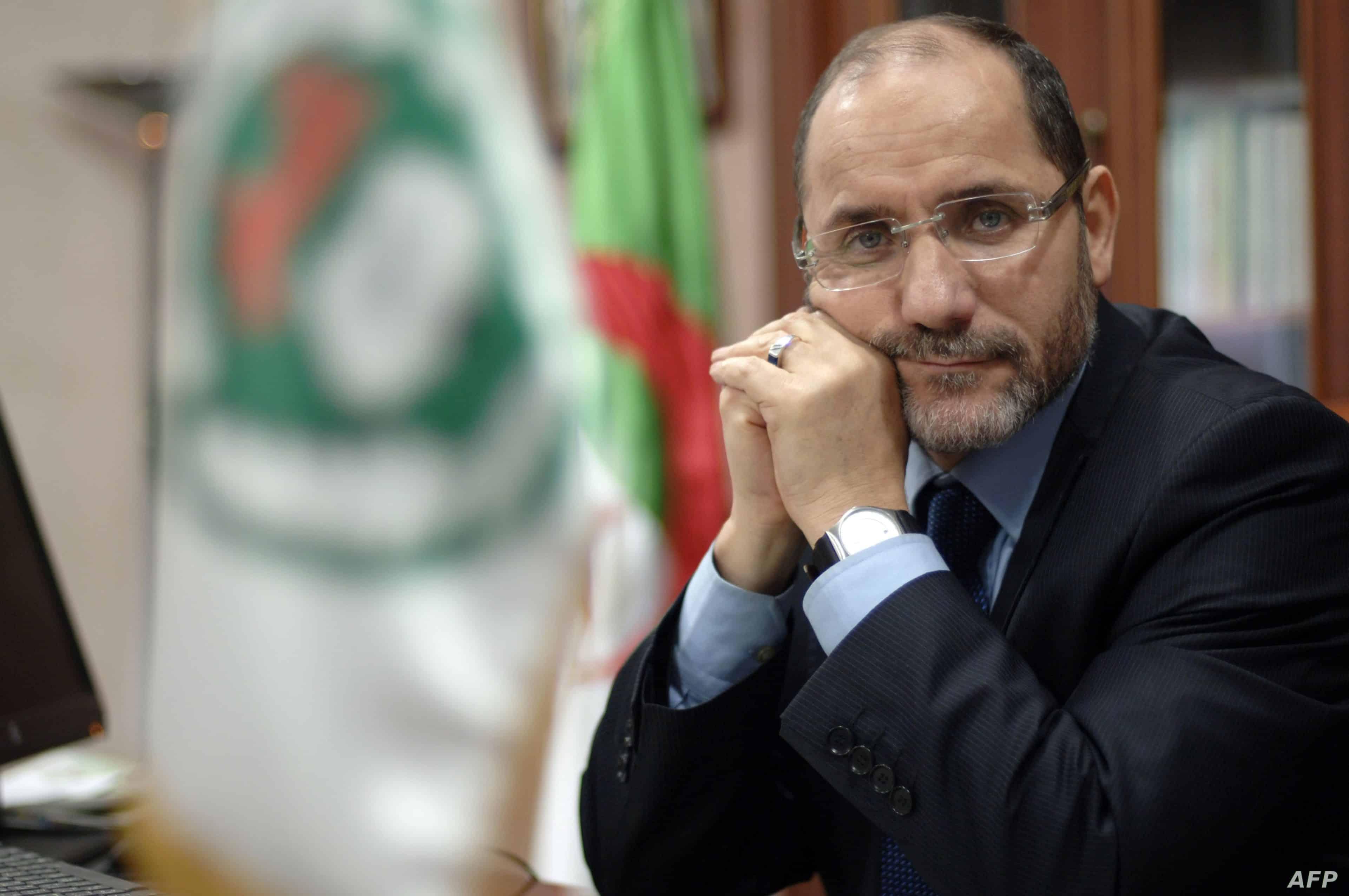 رئيس حركة مجتمع السلم الجزائرية يستفز ملك المغرب محمد السادس ويدعوه للتوبة قبل الندم