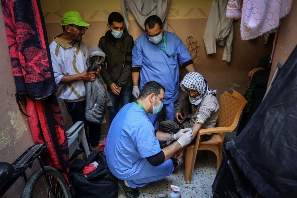 وطن تكشف فضيحة اللقاحات التي أرسلتها الإمارات لغزة وقصة نصف مليار دولار للهارب دحلان