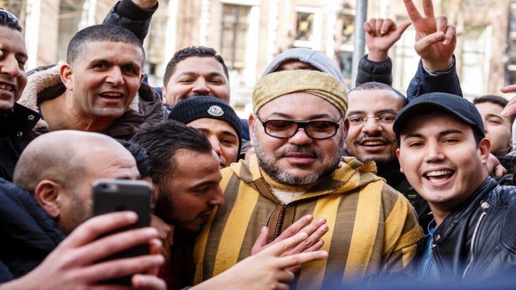 ملك المغرب محمد السادس يخرج في رحلة استجمام قضاها بالقنص والتزلج وسط حراسة مشددة