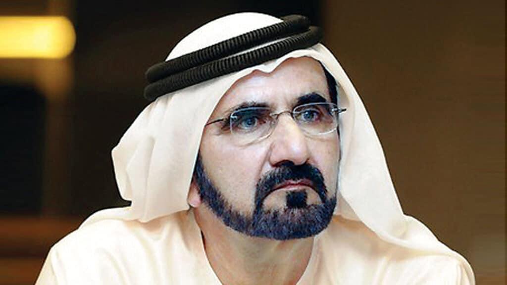 """""""شاهد"""" ماذا فعل حارس محمد بن راشد عندما اعترضت طريقه موديل عربية شهيرة!"""