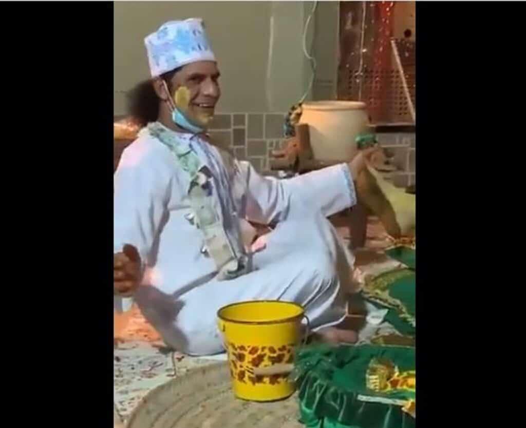 """هكذا عاقبت محكمة عمانية """"هلال ولاعة"""" بعد وصلة رقص فاضحة وإهانة العملة الوطنية"""