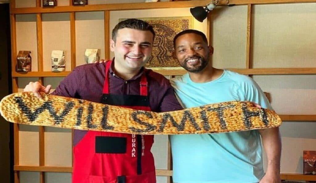 """الشيف بوراك يتحدى قرار دبي إغلاق مطعمه بفيديو لـ"""" ويل سميث"""" وهذا ما كتبه"""