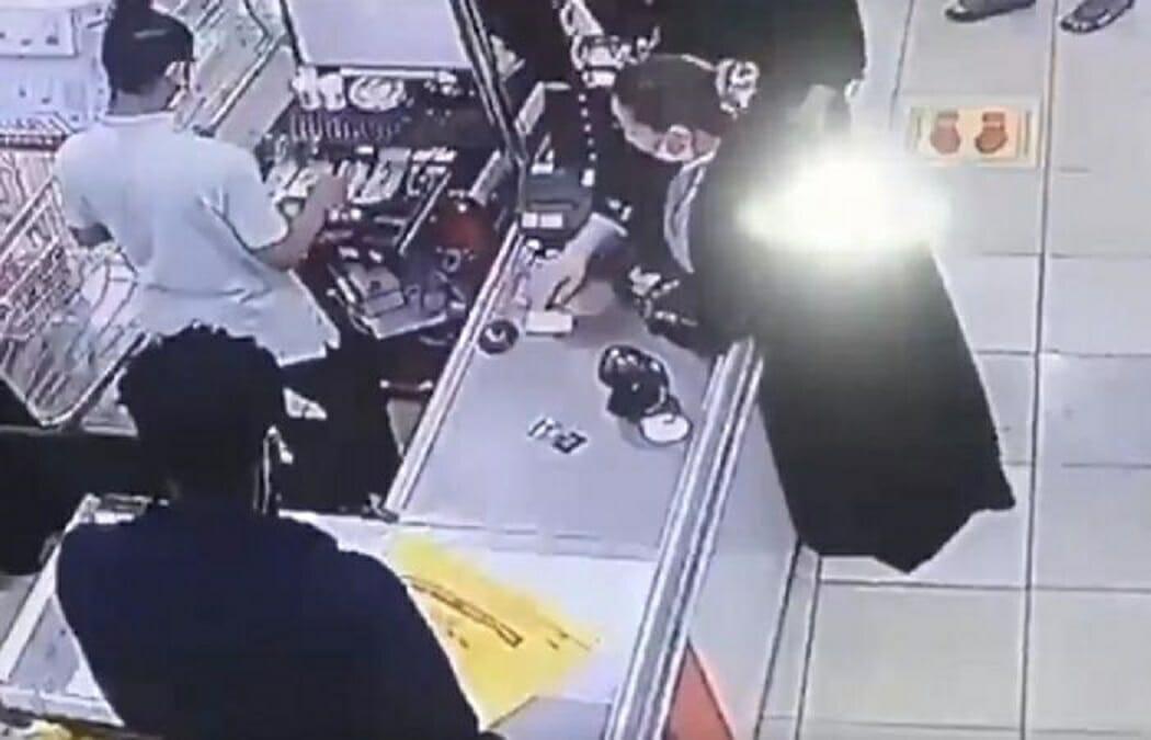 سعودية تسرق كاشير في جدة