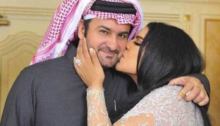 أحلام تقبل زوجها مبارك الهاجري