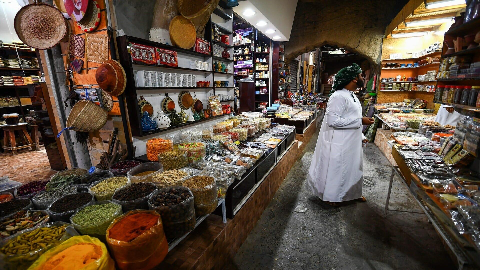 """""""ما يجوز"""".. وسم رائج في سلطنة عمان بعد حديث مؤثر لـ""""الوالدة خولة"""" لمس العمانيين"""
