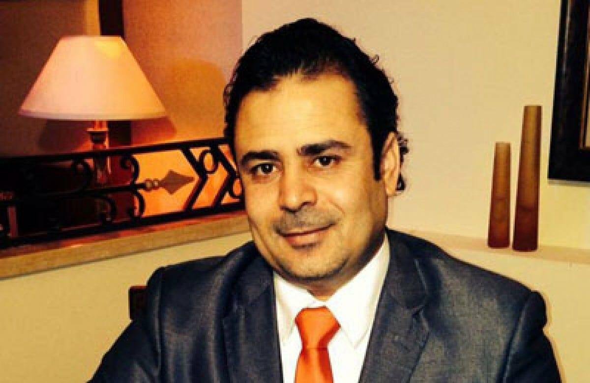 الاعلامي المصري سامي كمال الدين بعد أن وضع السيسي اسمه ضمن قائمة الارهاب: أحبك يا وطني
