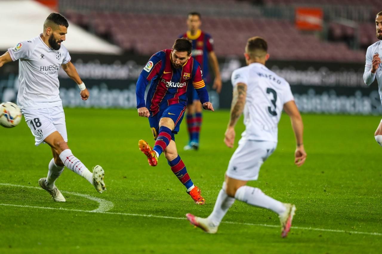 """""""شاهد"""" برشلونة ينتفض في وجه هويسكا ويضيق الخناق على المتصدر أتلتيكو مدريد"""