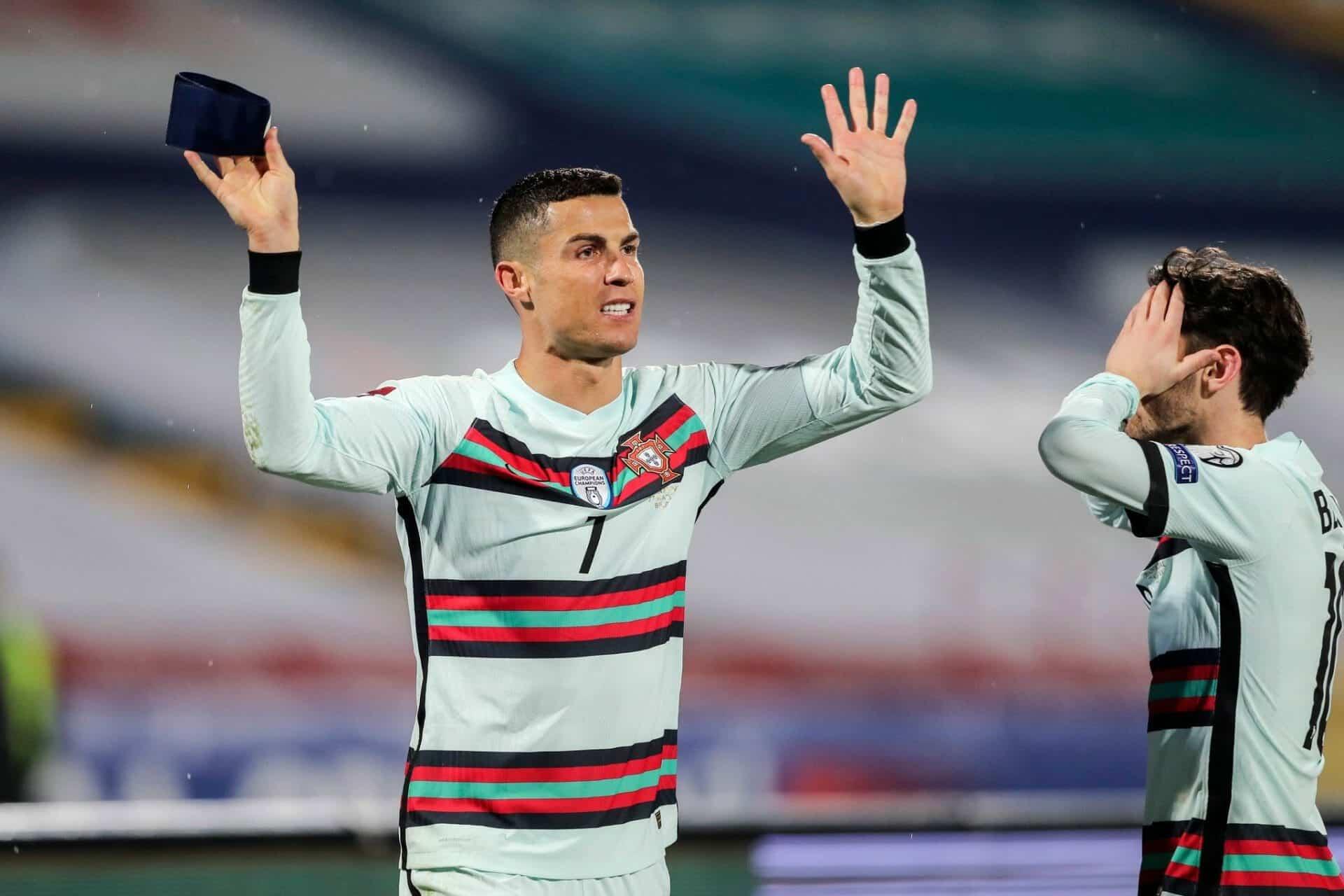 التعليق الأول لحكم مباراة البرتغال المثير للجدل بعد إلغاء هدف رونالدو