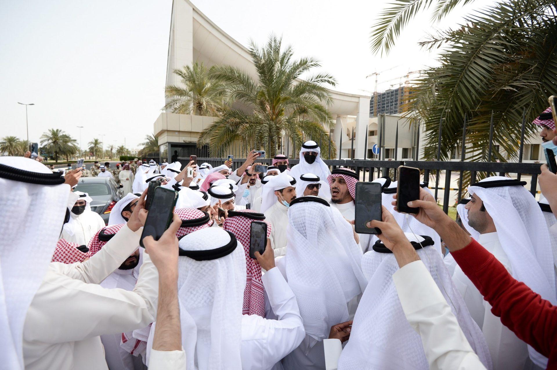"""كاتب سعودي يتطاول على الكويتيين بعد قول بدر الداهوم """"اسرجوا خيولكم"""""""