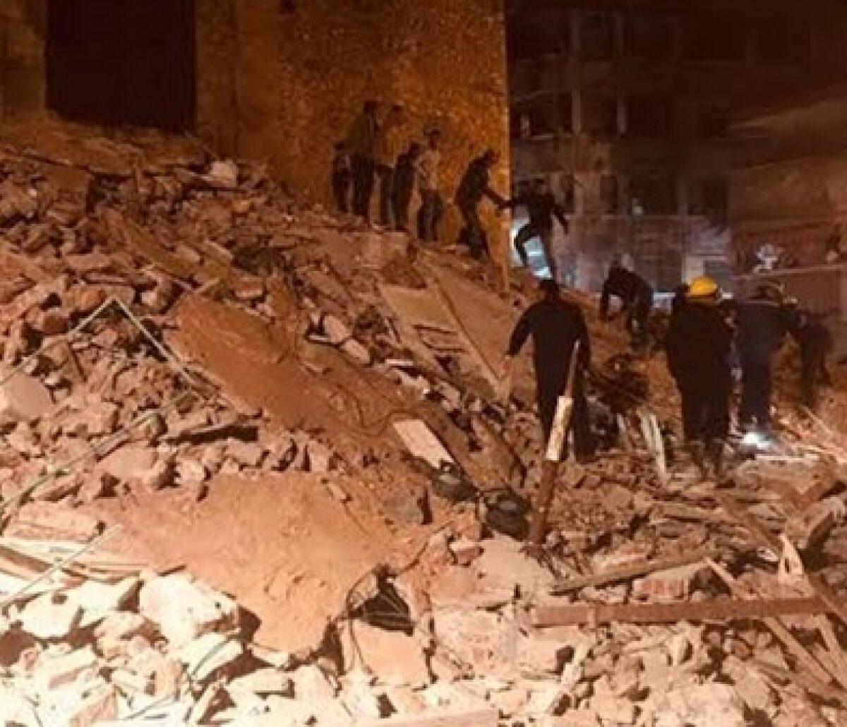 انهيار مبنى جسر السويس