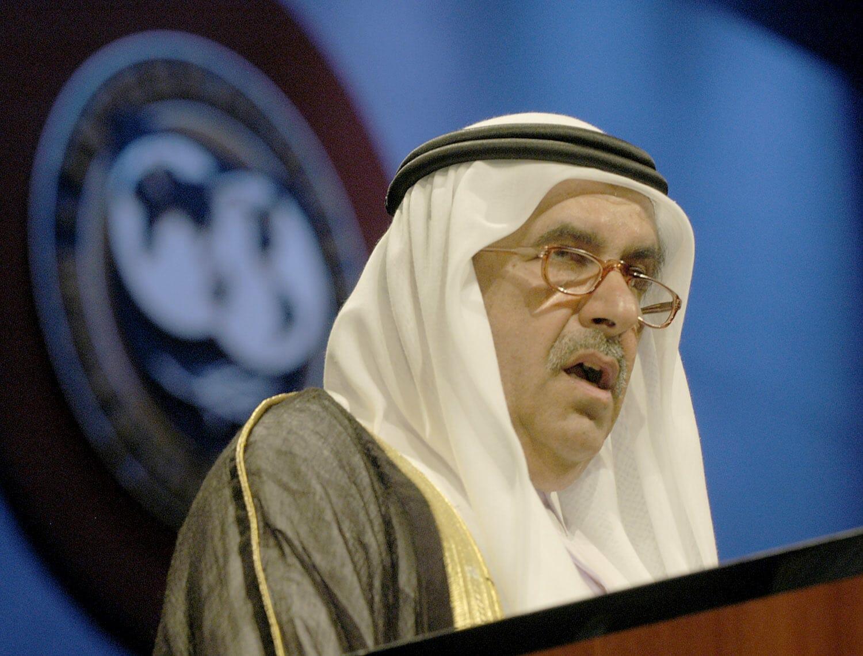 ماذا تعرف عن الشيخ حمدان بن راشد الذي بكاه شقيقه حاكم دبي بعد وفاته؟