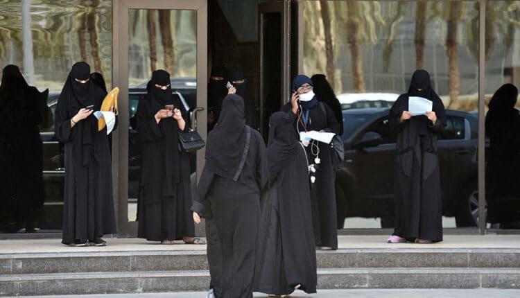 سعودية تطلع للمحكمة لطلب الطلاق