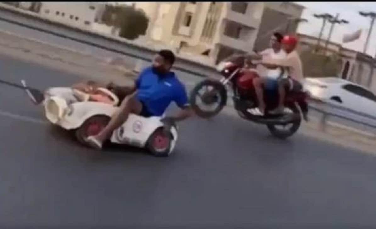 مستهترون في سلطنة عمان