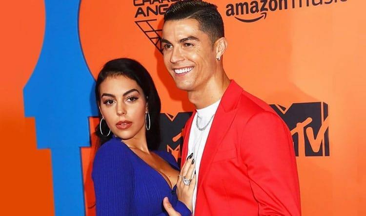 جورجينا ومواساة رونالدو بعد خسارة البرتغال