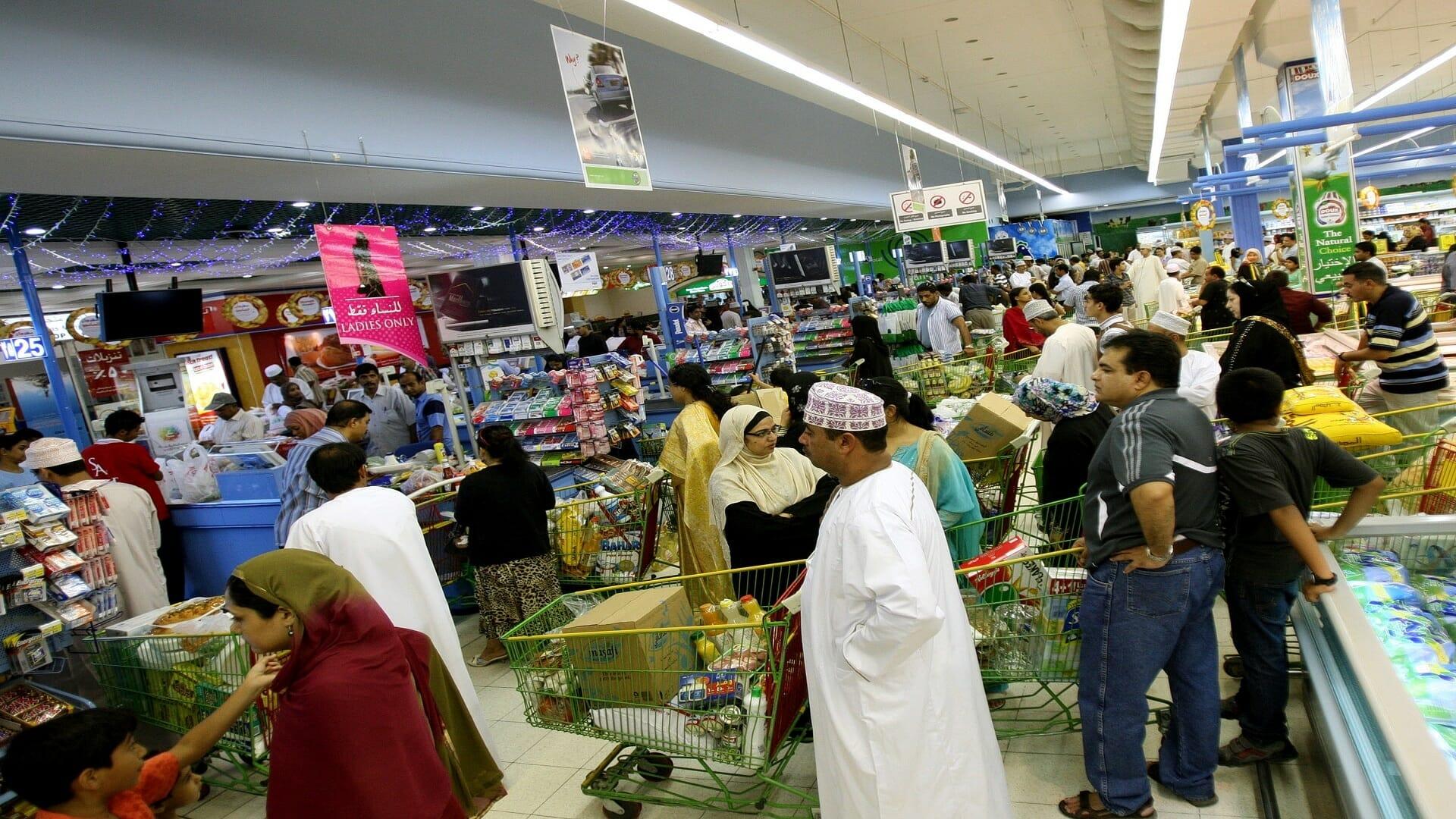 مليار دولار ايراداتها سنوياً.. سلطنة عمان بدأت فعلياً في تطبيق ضريبة القيمة المضافة