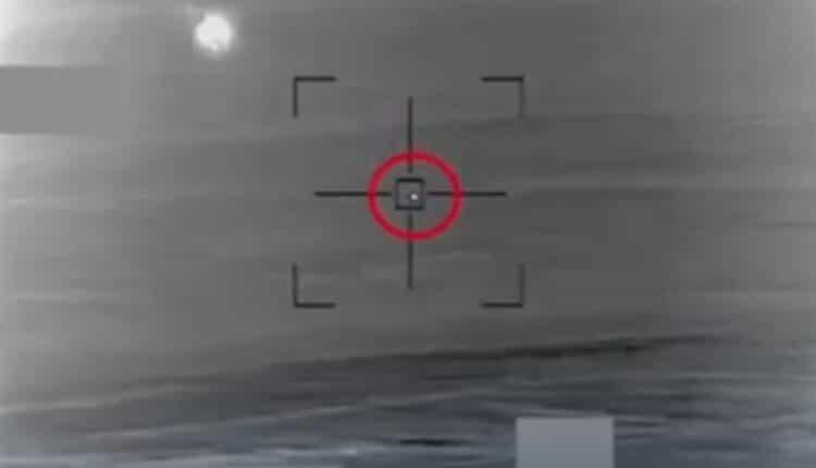 لقطات تظهر سرب طائرات مسيرة اقتحمت سماء السعودية لمهاجمة أهداف داخلها