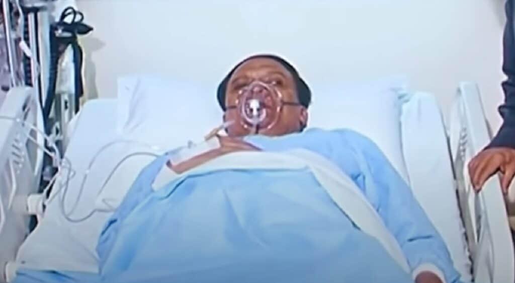 عادل إمام يعاني من وضع صحي مضطرب وهذا ما طلبه الأطباء منه ولم يلتزم