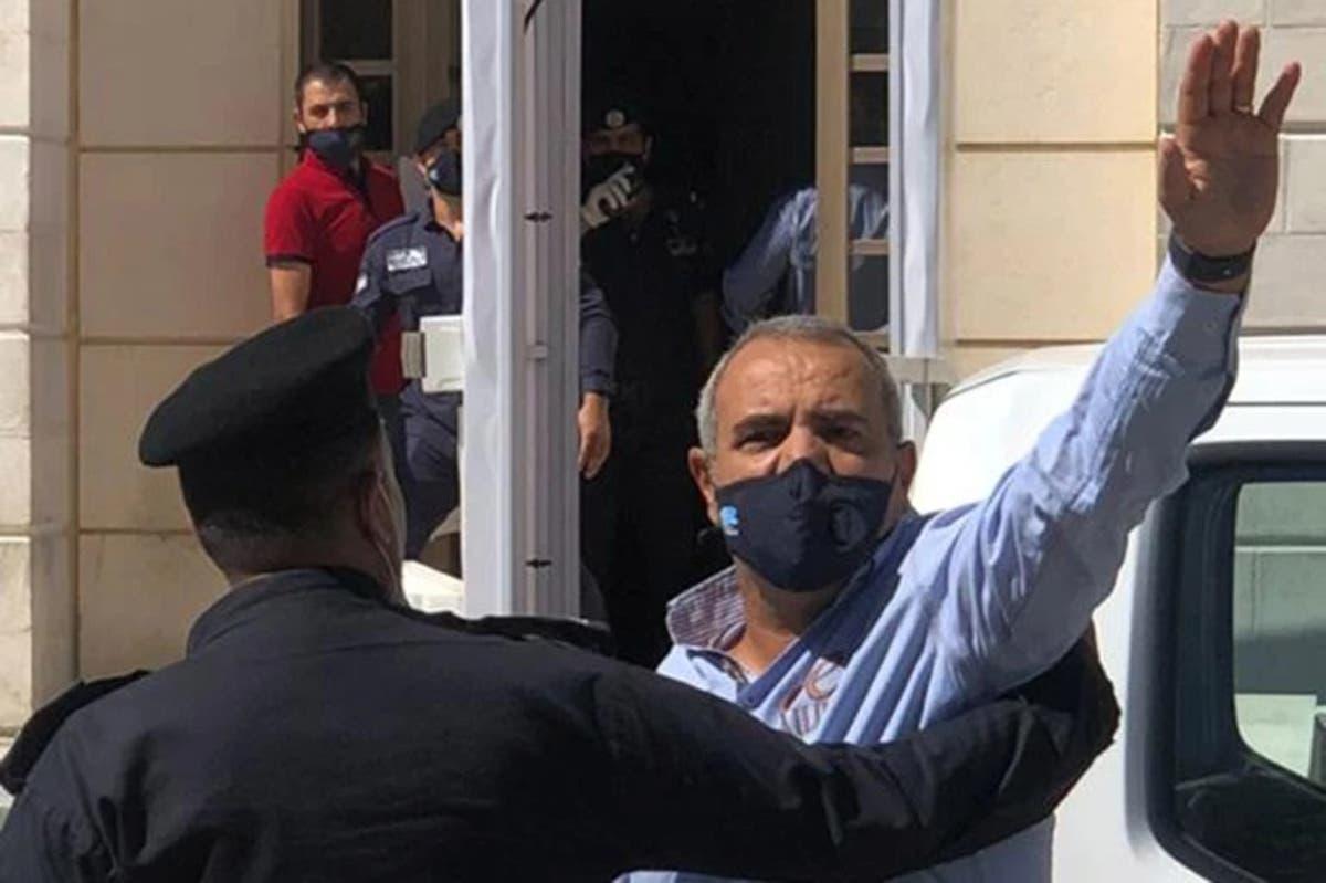 بعد حمامة ابن زايد.. هل يعتقل الأردن عماد حجاج مجددا بسبب هذا الكاريكاتير عن مستشفى السلط؟