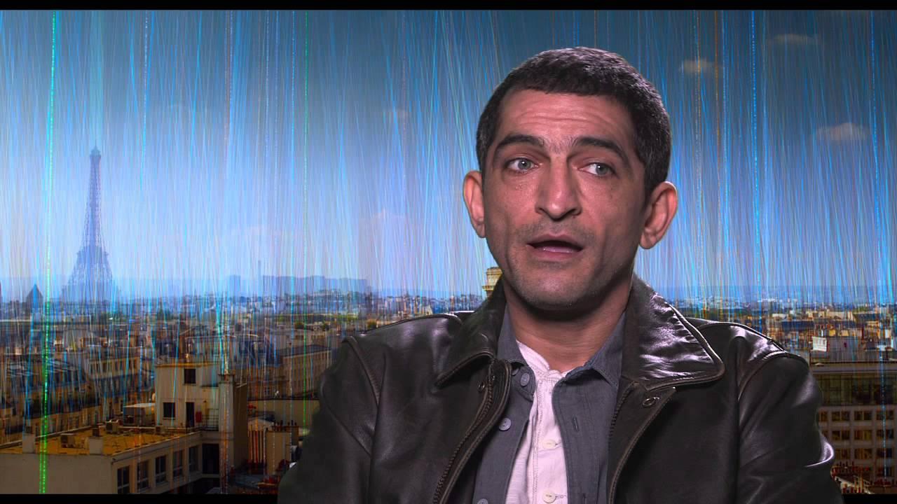 عمرو واكد: محمد مرسي مات شهيداً وتعرض لظلم شديد (فيديو)