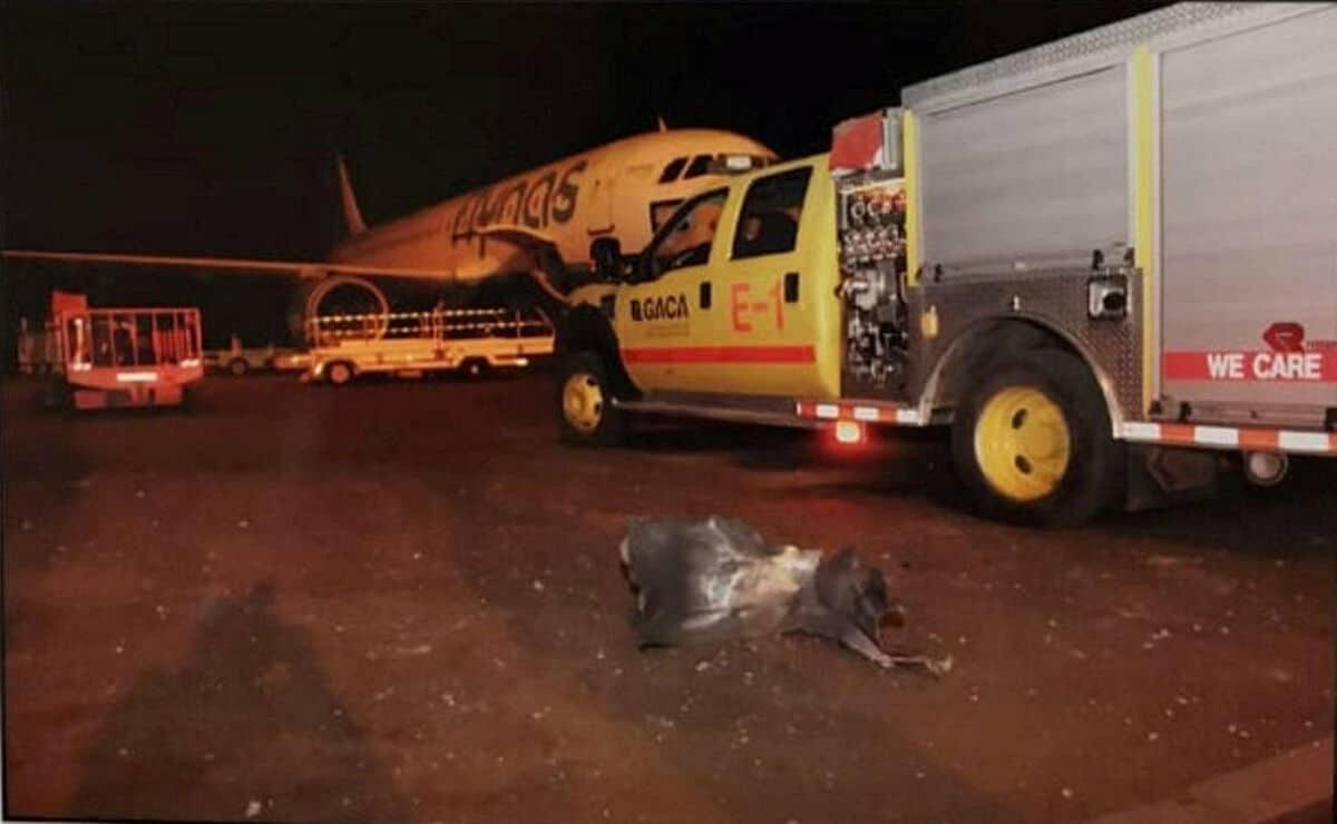 الحوثي يقصف مطار أبها الدولي