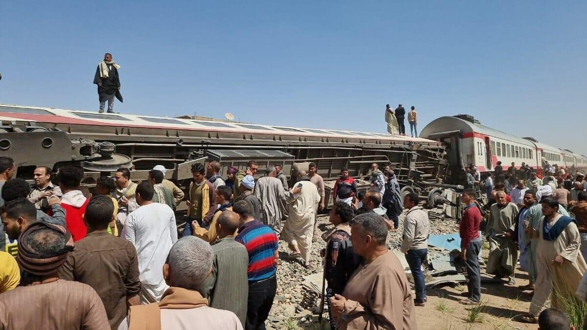 حادث قطاري سوهاج الدامي ادى لمقتل واصابة العشرات