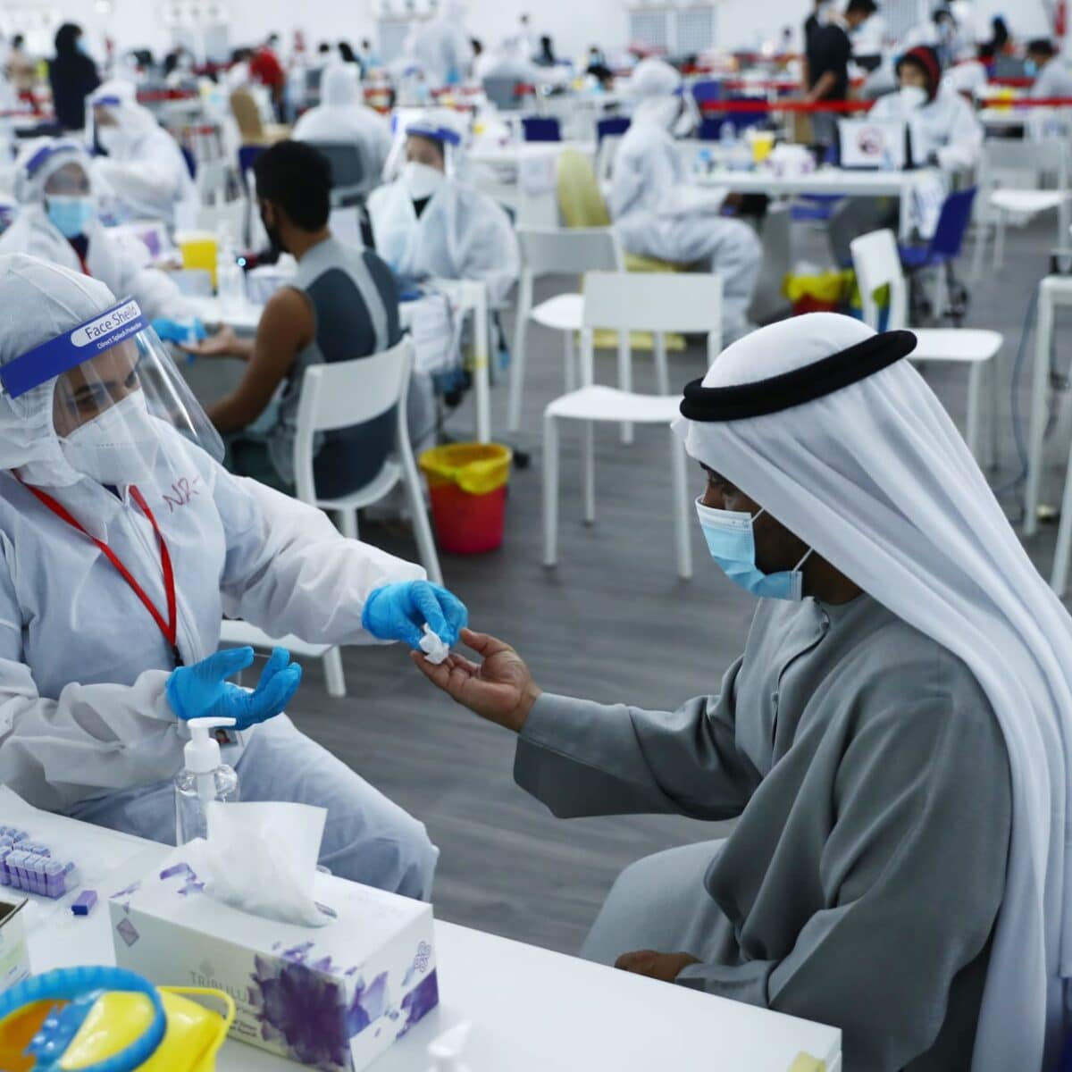 الإمارات تبدأ في جرعة لقاح ثالثة
