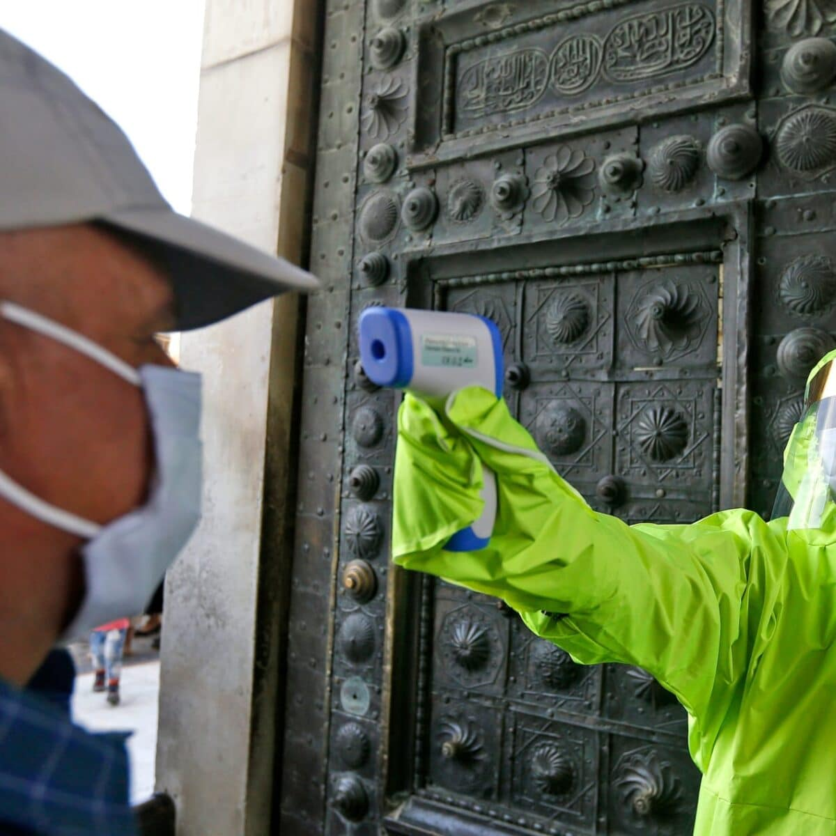 تفشي فيروس كورونا في الإمارات