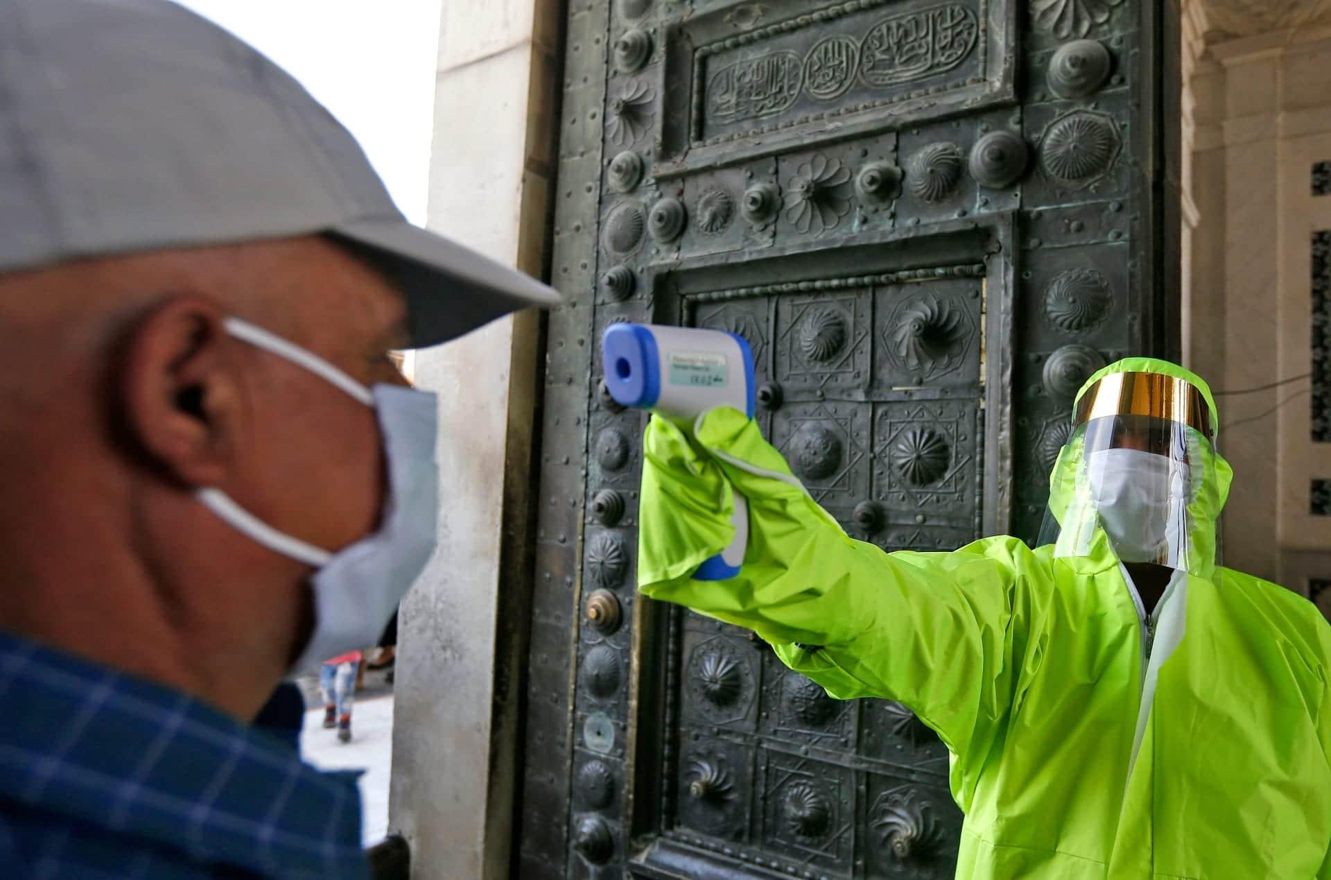 تفشي فيروس كورونا في الإمارات رغم تطعيم 60% من المقيمين وانتشار سلالة جديدة