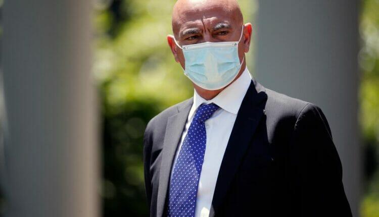 إقالة العالم المغربي منصف السلاوي من مجلس إدارة شركة جلاكسو سميث كلاين