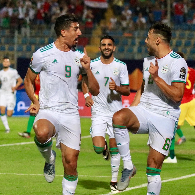 ماذا طلب اللاعب الجزائري بلايلي من مواطنه رياض محرز؟!