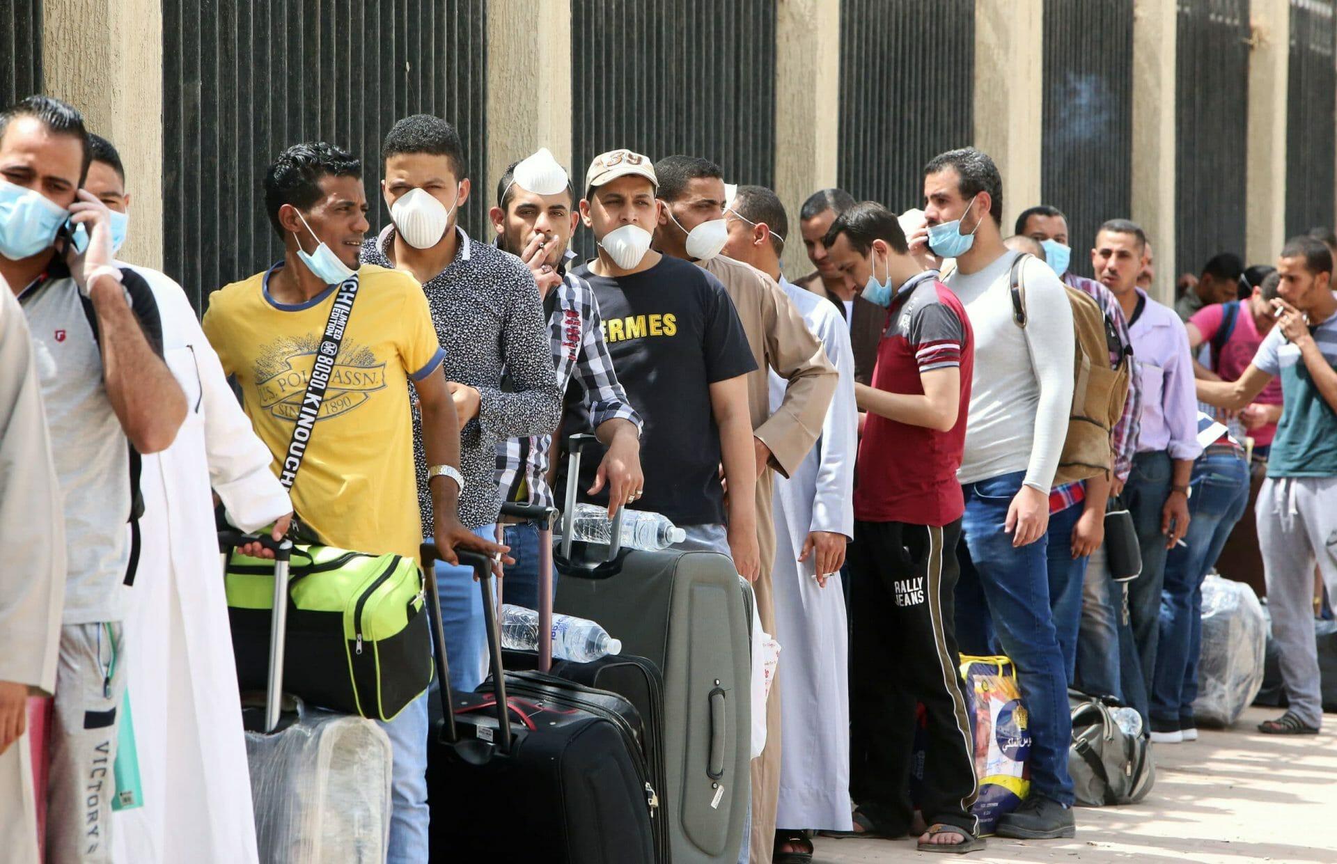 200 ألف وافد يفقدون إقاماتهم في الكويت على رأسهم أفراد الجالية المصرية