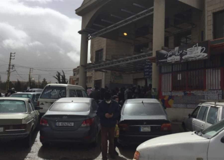 طوابير إذلال المواطنين في بعلبك تستفز اللبنانيين بعد انتشار هذا الفيديو!
