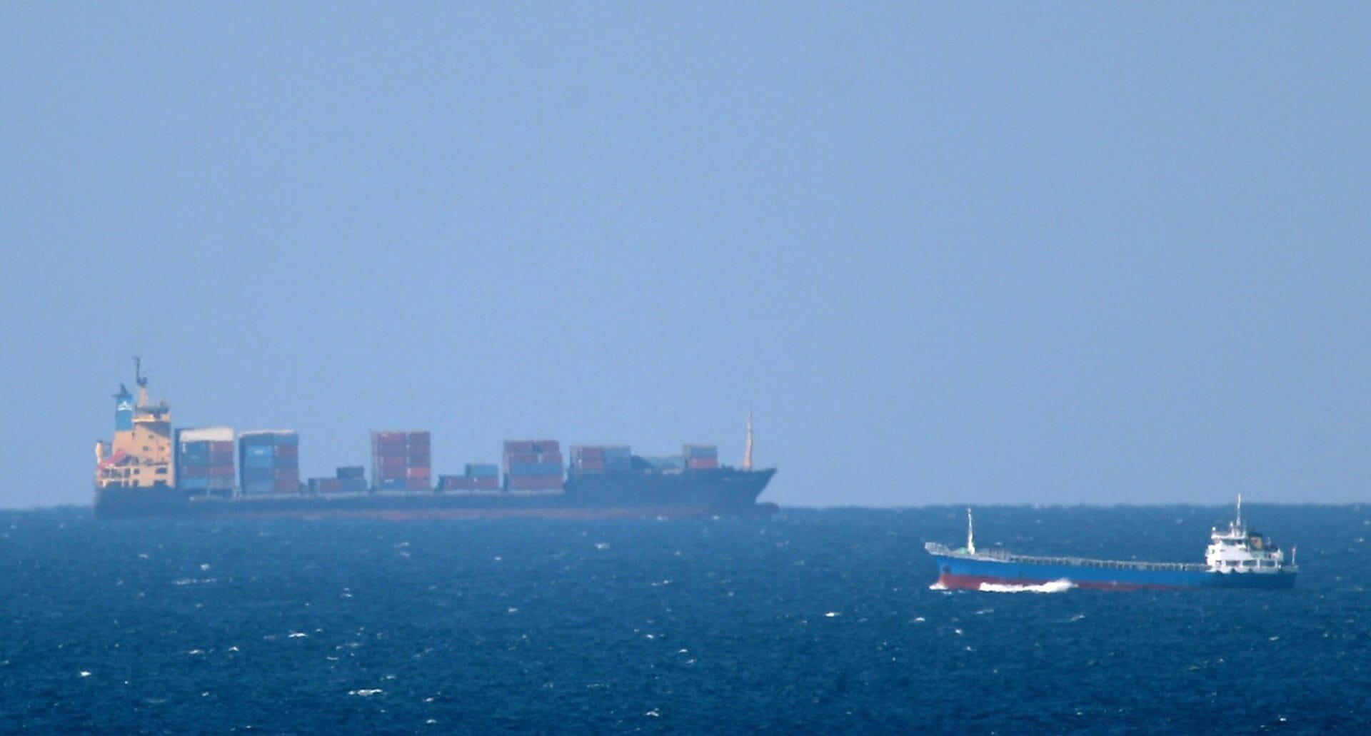 صاروخ موجه يستهدف سفينة إسرائيلية في بحر العرب