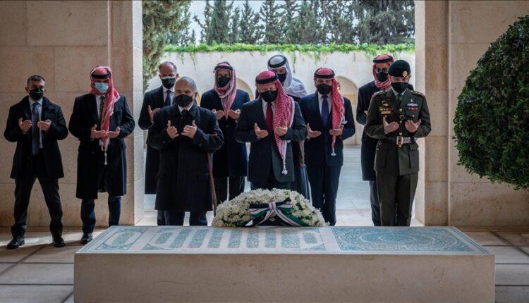 أول ظهور للأمير حمزة برفقة عاهل الأردن منذ الأزمة