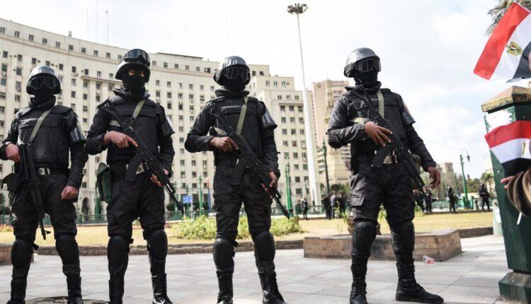 السيسي يعتقل 15 ضباطا في الجيش المصري