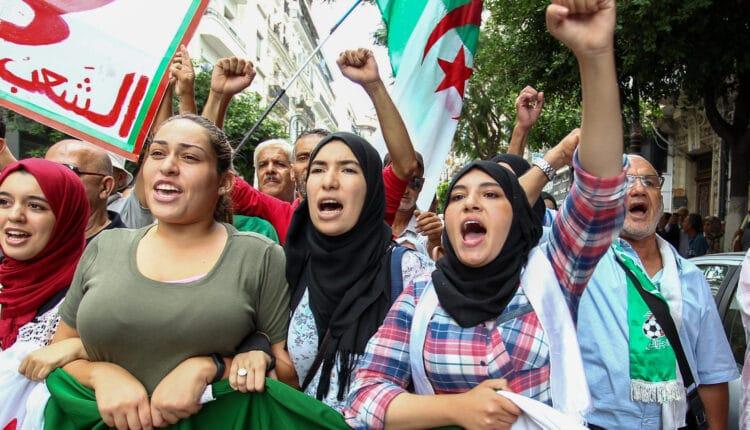 الجزائر على وشك الافلاس