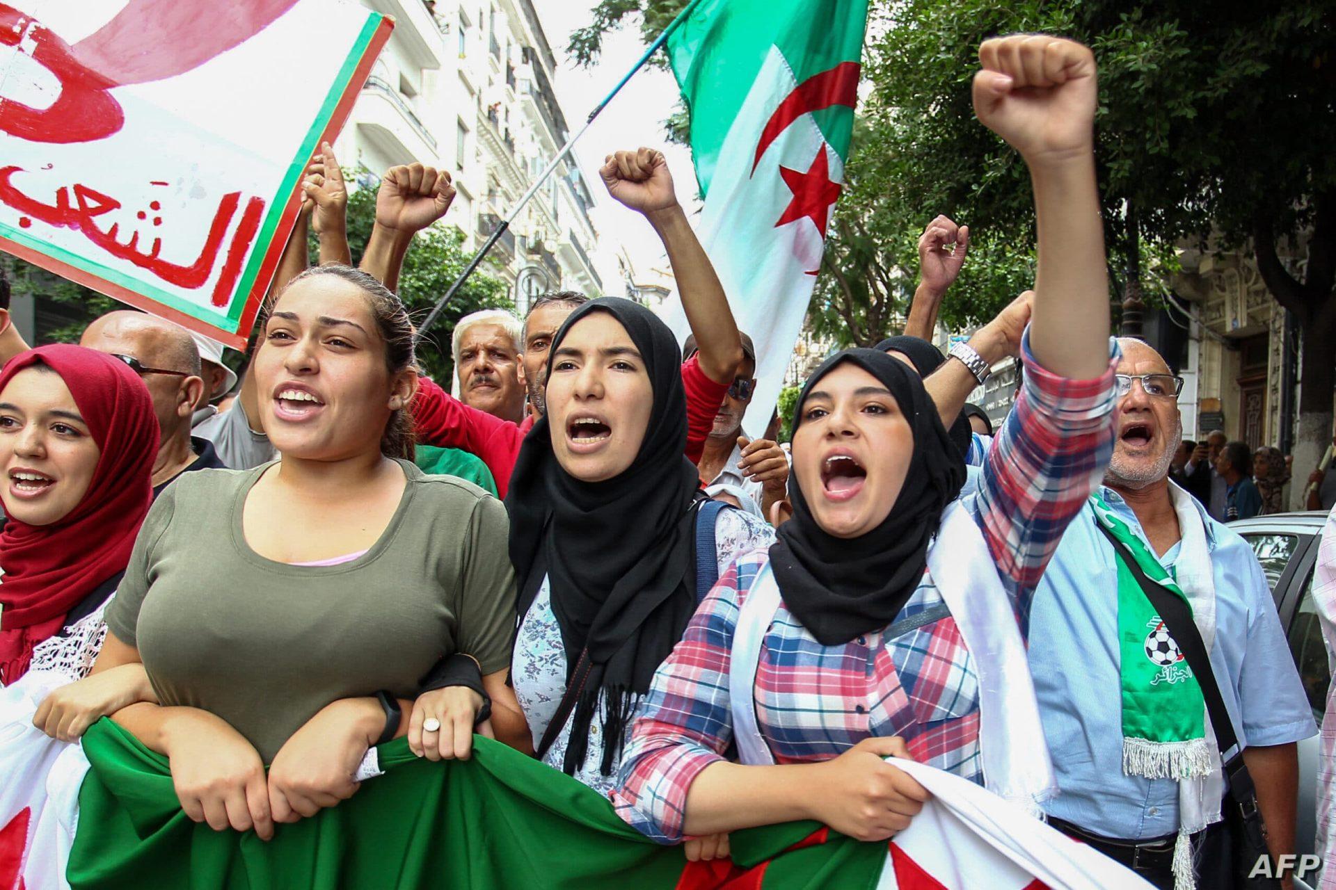 الجزائر على وشك الإفلاس.. ماذا يحدث هناك
