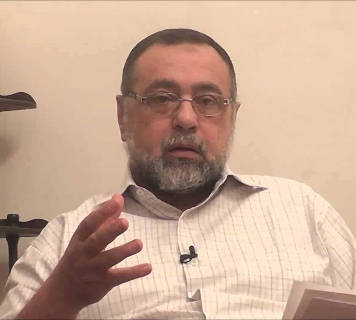 الصحفي مجدي حسين