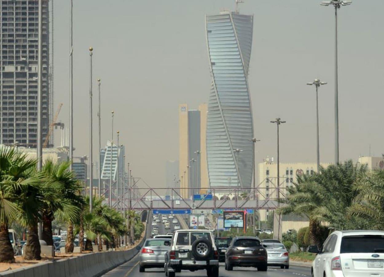 أمير سعودي يدعو لطرد اللبنانيين من الوظائف الخاصة من السعودية