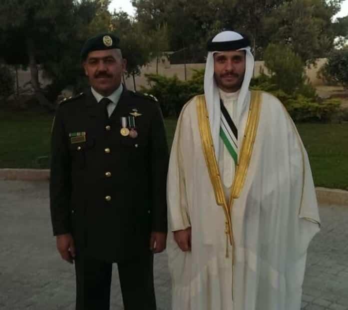 من هو العقيد المتقاعد الذي كان مرافقاً سابقاً للأمير حمزة واعتقله الأمن من الشارع رغم مرضه!